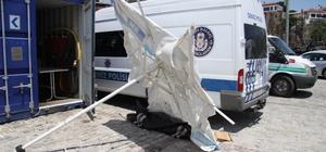 Antalya'da cesede şemşiyeli koruma Falezlerden atlayan kimliği belirsiz adam hayatını kaybetti