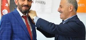 Saadet Partisinde büyük çatlak SP Kars 1. sıra milletvekili adayı istifa ederek AK Parti'ye katıldı SP Milletvekili adayı Sezgin Yıldız'ın rozetini Bakan Arslan taktı