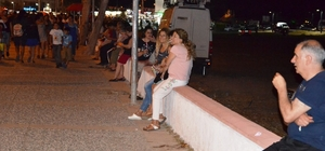 Sarımsaklı'da vatandaşlar sahil bandında oturabilmek için banklar istiyor