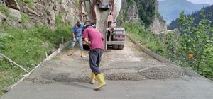 Gümüşhane'de en uzak köyün yolu da betonla kaplandı İl merkezine 100 kilometre uzaklıktaki Alçakdere köyünde beton yol çalışması devam ediyor