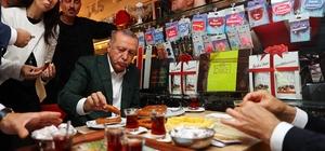 Cumhurbaşkanı Erdoğan Samsun simidi yedi