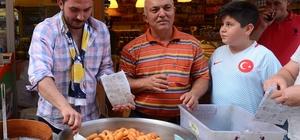Aziz Yıldırım seçimi kaybetti, Turgutlulu peynirci lokma döktürdü