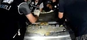 İran plakalı lüks cipin bagaj kısmından eroin fışkırdı Kocaeli'de durdurulan aracın zulasından 85 kilogram eroin çıktı