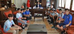 Simav İdman Yurdu'nun şampiyonluk sevinci 2017 - 2018 yılı futbol sezonu U12 - U13  takımlarının grup şampiyonu Simav İdman Yurdu oldu