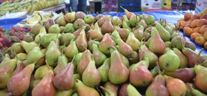 Bilecik'in yerli 'Orak' armudu kilosu 7 liradan pazar tezgahlarında
