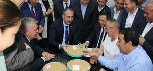 Günün ilk buğday satışı Bakan Gül'den