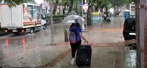 Yağmur bir anda bastırdı, vatandaşlar kaçacak yer aradı Kocaeli'de 40 dakika süren yağmurda hastane ve yolları su bastı