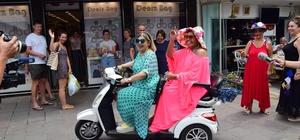 Bülent Ersoy Bodrum sokaklarını inletti Bülent Ersoy motosiklete bindi Bülent Ersoy Bodrum sokaklarını motorla turladı