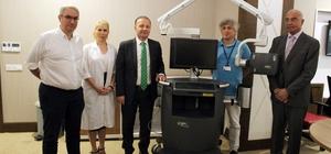 AÜ Hastanesine mikrocerrahi ameliyatlarına görüntüleme sistemi AÜ Hastanesine mikrocerrahi operasyonlarının başarılı olup olmadığının ameliyat anında tespit edilmesini sağlayan görüntüleme sistemi bağışlandı