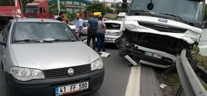 Tır, 6 otomobili biçti: 3 yaralı TEM Otoyolu'nda  yavaşlayan trafiği fark edemeyen tır sürücüsü önündeki 6 araca çarparak durabildi