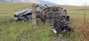Kazada otomobilin motoru fırladı İki otomobilin çarpıştığı kazada 2 kişi yaralandı