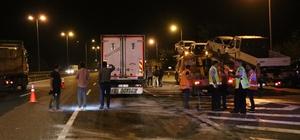 TEM'de iki kamyon çarpıştı: 1 yaralı Kamyon kabininde sıkışan sürücü itfaiye ekiplerince kurtarıldı