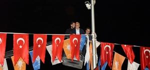 Bakan Fakıbaba vince çıkıp bayrak astı Cumhurbaşkanı Erdoğan'ın mitingi öncesi son bayraklar Bakan Fakıbaba'dan