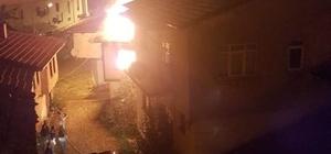Şaphane'deki yangında 2 katlı ahşap bina kül oldu