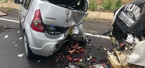 Sarıkamış'ta minibüs ile otomobil çarpıştı: 3 yaralı