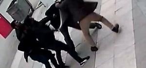 22 bıçak darbesine 4 müebbet hapis Elazığ'da bir kişiyi sokak ortasında bıçaklayarak öldürmekten yargılanan 4 kardeşe mahkeme heyeti müebbet hapis cezası verdi