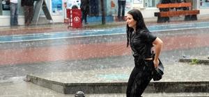 Bolu'da aniden bastıran yağmur etkili oldu Gök gürültüsü vatandaşlara çığlık attırdı