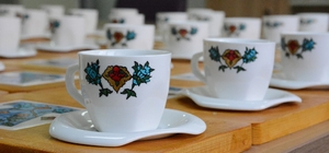 Bakanlığa fincanlar Sivas'tan gitti Sivas Belediyesi bünyesindeki Bahtiyarbostan Özgecan Kültür ve Yaşam Merkezindeki kadın kursiyerlerin ürettiği kahve fincanları, Çalışma ve Sosyal Güvenlik Bakanı Jülide Sarıeroğlu'nun siparişi üzerine bakanlığa gönderildi