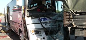 Servis minibüsü askeri araca çarptı: 5 yaralı