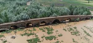 Kral yolu üzerindeki tarihi köprü dikkat çekiyor 2 bin yıllık köprü hala ayakta