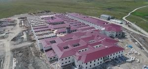 """Kütahya'da yapımı devam eden FETÖ cezaevinin inşaatında sona yaklaşıldı Ceza İnfaz Kurumu Müdürü Kasım Demiralp: """"T ve Ceza İnfaz Kurumu binasının yapımı 30 Temmuz 2018 tarihinde tamamlanıyor"""""""