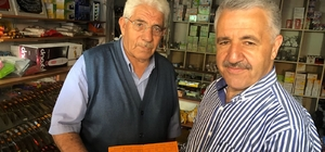 """Bakan Arslan'ı şaşırtan karne Akaryakıt karnesini gören Bakan Arslan: """"Halkına karne ile ihtiyaçlarını dağıtan CHP bugün kalkmış 'ben daha iyi yaparım daha iyi hizmet ederim' diyor"""""""