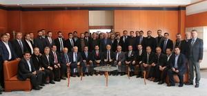 Bayhan'dan 24 Haziran seçimleri değerlendirmesi MÜSİAD Muğla Şube Başkanı Sezgin Bayhan, 24 Haziran seçimlerinin güçlü Türkiye yolunda sadece bir durak olduğunu ve bu durağın da sağ salim geçileceğini açıkladı.