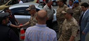 """Jandarma Genel Komutanı Orgeneral Arif Çetin Eren Bülbül'ün memleketi Maçka'da vatandaşlarla bir araya geldi Orgeneral Arif Çetin'den Maçkalılara """"Son terörist etkisiz hale getirilen kadar operasyonlara kesintisiz devam edilecektir"""" mesajı"""