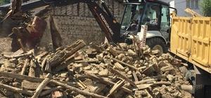 Vezirhan'da metruk binalar yıkılıyor