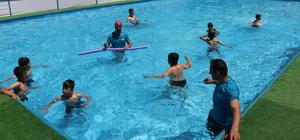 Görevlendirme yapılan belediyeden çocuklara yüzme havuzu