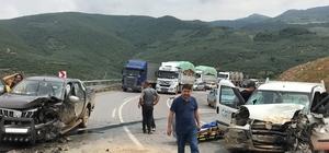 Bursa'da iki kamyonet çarpıştı: 5 yaralı