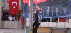 Erdoğan sevgisi engel tanımadı Cumhurbaşkanı Recep Tayyip Erdoğan'ın Kahramanmaraş mitingine katılan vatandaşlar, renkli görüntüler oluşturdu
