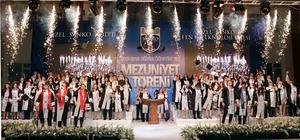 Sanko Okullarında mezun olan öğrenciler diplomalarını aldı