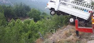Mersin'de kamyonet şarampole devrildi: 1 ölü