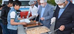 Tuşba Belediyesinin 'Kardeşlik Sofrası' 100 bin kişiyi ağırladı