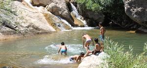 Teröristlerin gezdiği bölgelerde artık çocuklar yüzüyor