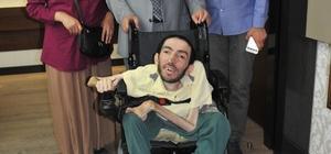 Vali Köşger, tekerlekli sandalye hediye etti