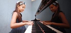 Piyanonun başına 5 yaşında oturdu, bir daha da kalkmadı Notalarla büyüyen minik parmaklar