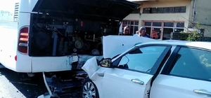 Samsun'da otomobil yolcu yolcu otobüsüne çarptı: 1 ölü, 1 yaralı