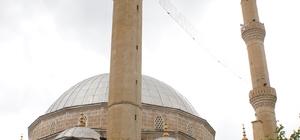 Ankara'da minareye yıldırım isabet etti