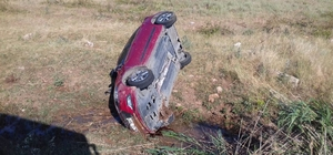 Otomobil takla atıp şarampole yuvarlandı