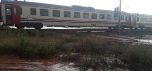 Kırıkkale'de sel nedeniyle tren seferi durdu