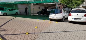 Antalya'da park halindeki lüks otomobile silahlı saldırı Özel bir şirkete ait lüks otomobil kimliği belirsiz bir kişi tarafından kurşunlandı