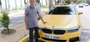 """500 bin liralık lüks otomobili taksiye çevirdi Mersin'de yaşayan ve 25 yıldır taksi şoförlüğü yapan Sencer Alkan, son model lüks bir otomobili taksiye çevirdi Piyasa değeri 500 bin liranın üzerinde olan taksiyi görenler şaşkınlarını gizleyemiyor Şoför Sencer Alkan: """"Türkiye'de lüks taksiler yapıldı ama bu bizim yaptığımız düzeyde bir araç daha yapılmadı"""""""