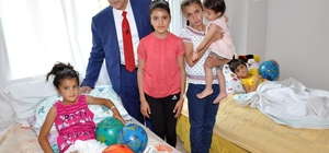 Kız kardeşlerinin 5 yetim çocuğuna sahip çıkan dayılar yardım bekliyor Anne ve babaları kazada ölen yetim çocuklar dayılarının yanına sığındı Başkan Gülbay yetim çocuklara ilk kol kanaat geren isim oldu