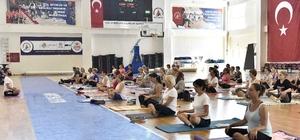 Muratpaşa'da Dünya Yoga Günü etkinliği