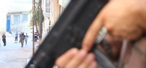 BBG evi gibi uyuşturucu imalathanesi Gaziantep'te seçim öncesi 91 adrese şok uyuşturucu operasyonu düzenlendi Operasyonlarda güvenlik kameraları ile gözetlenen uyuşturucu imalathanesi ele geçirildi Yüzlerce polisin katıldığı operasyonlarda toplam 60 kişi gözaltına alındı
