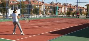 Odunpazarı'ndan gençlere ücretsiz tenis dersleri