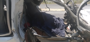 Muğla'da minibüs mermer yüklü kamyona çarptı: 1 ölü