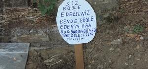 """Mezar taşını söküp yanına """"Bu iş bitmedi"""" yazılı tabela diktiler Manavgat'ta mezara çirkin saldırı"""